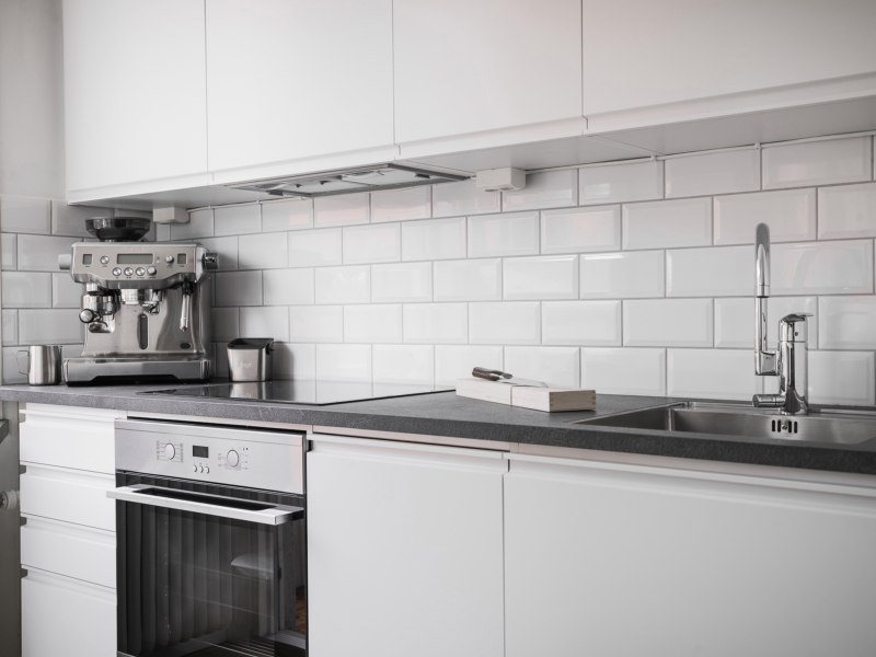 Скандинавская квартира-студия 40 м со стеклянной перегородкой.