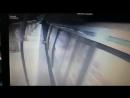 Momentul cu criminala de la metrou cand isi impinge victima