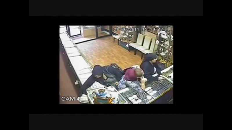 Furt comis de trei femei de etnie rromă într un magazin de bijuterii din Leicester Marea Britanie смотреть онлайн без регистрации