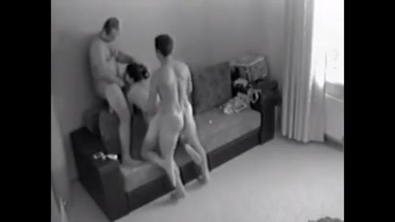 Порно жена изменяет во время разговора с мужем