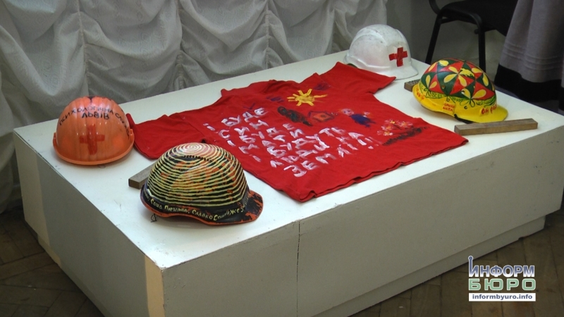 У кіптяві і побиті кулями – у Чернігові презентували унікальні експонати Революції Гідності
