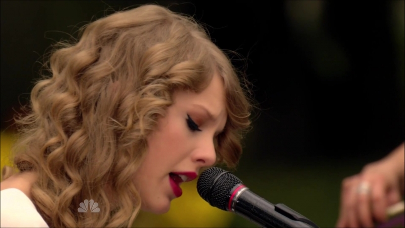 Taylor Swift - Back To December (Live in Central Park, New York, NBC Thanksgiving Special 2010)