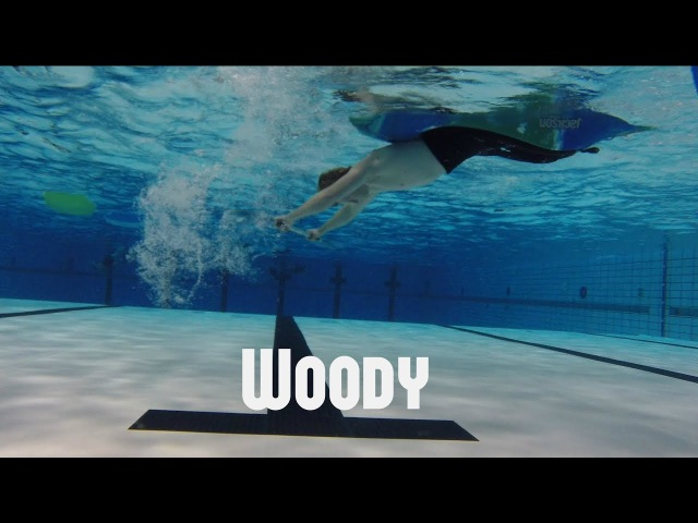 Flatwater freestyle kayak - Woody underwater shot
