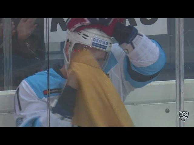 Моменты из матчей КХЛ сезона 16/17 • Интересный момент. В рекламной паузе мужчина сделал предложение своей избраннице 03.09