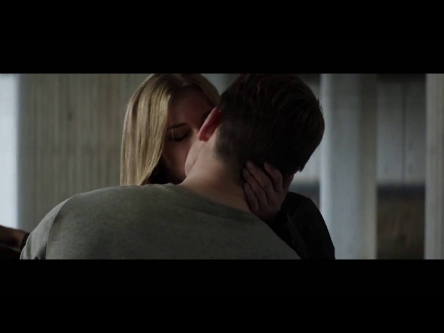 Chris Evans and Emily VanCamp hot kiss in Captain America Civil War