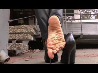 Goddess Leyla Shoeplay