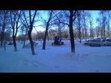 Работа трактора МТрЗ во дворе дома. Отчистка от снега автопарковки