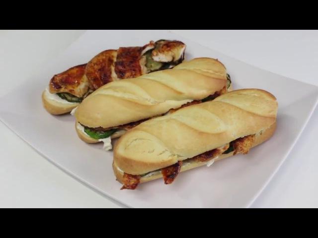 Wie macht man Brötchen mit Hühnerbrustfilets und Zucchini