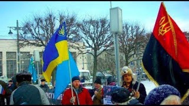 Я делаю все, что в моих силах - В России мужчина развернул красно-черный флаг и отсидел 5 суток