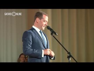 Дмитрий Медведев посетил IT-лицей КФУ