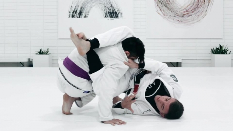 ATTACKING THE TRIANGLE WHEN OPPONENT DEFENDS THE SWEEP FROM DE LA RIVA