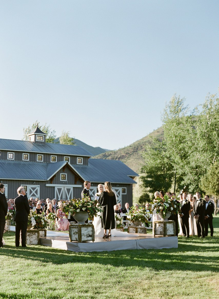 TyOMDTaW6ls - 10 гостей, которых не стоит звать на свадьбу