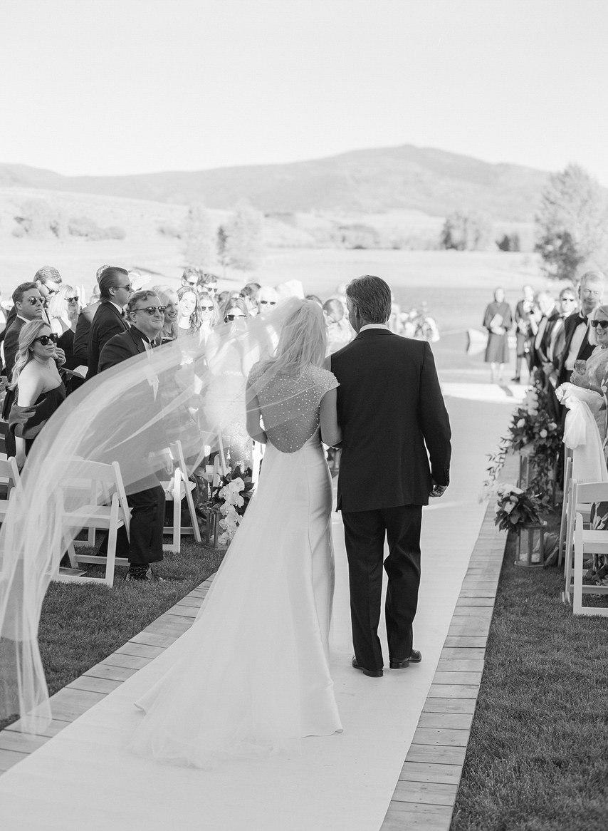 jt7riNBQtFs - Как выглядеть стройнее в свадебном платье: хитрости невесты