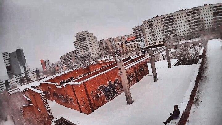 Недостроенное здание на пр. Победы