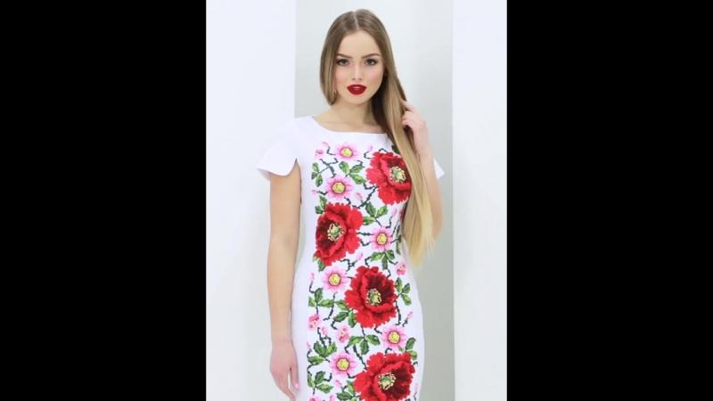 Белое платье с коротким рукавом и цветочным принтом