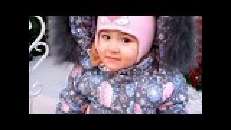 Нелли на детской площадке Батуты горки и много много шариков Happy Land