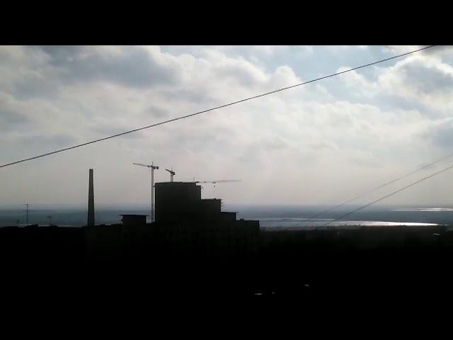Ураганный ветер в Ростове раскрутил башенный кран 21.03.18
