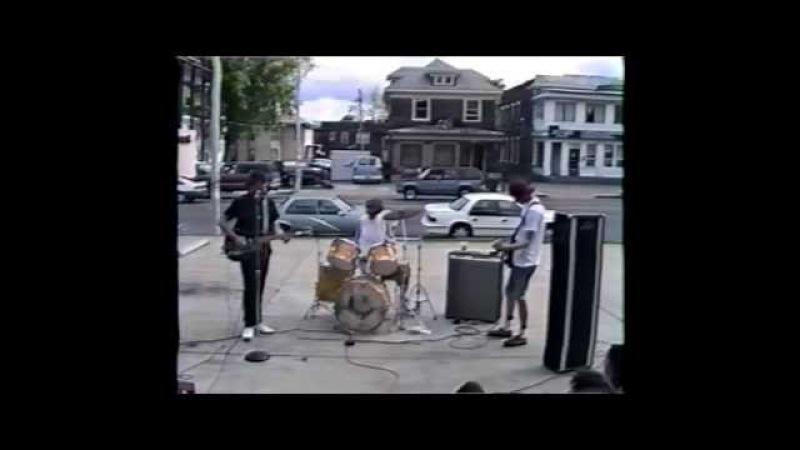 Beat Happening (live concert) - April 19th, 1992, Shangri-La's, Memphis, TN