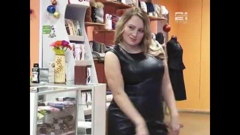 Модный показ в салоне- магазине модной женской одежды Новый мир
