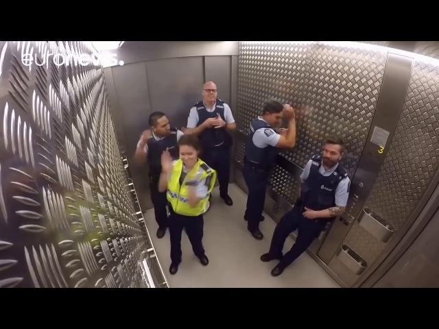 Полиция Новой Зеландии отжигает