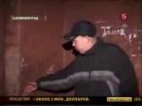 Новости 5-ый канал, мой друг Леха прилип к стене... )