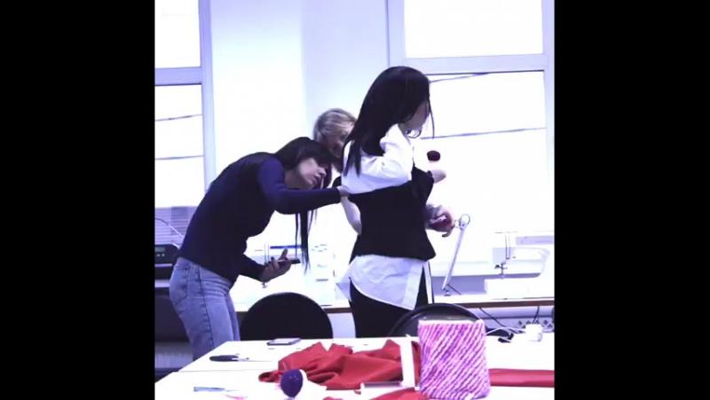 😍Работа в мастерской кипит❗ В эти морозные деньки у нас в Школе тепло☀ и уютно❤ Девочки трудятся под чутким руководством техноло