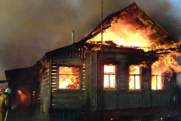 В ВКО жители частного дома едва не сгорели заживо.