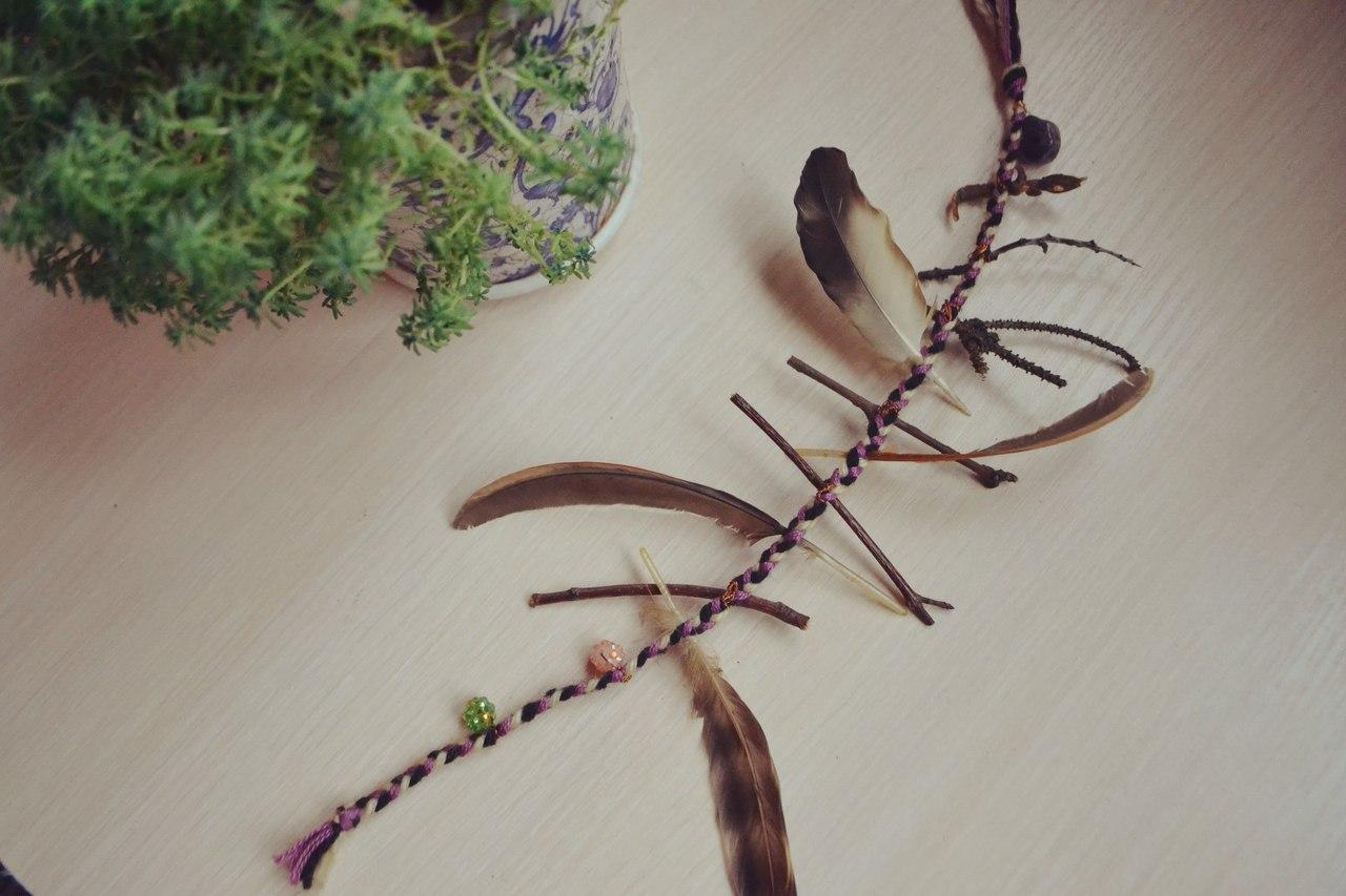 Талисманы и амулеты из перьев, дерева ( веточек, камней и т.д.). Ведьмина лестница. Магнит удачи. RjN3U3kCEF0