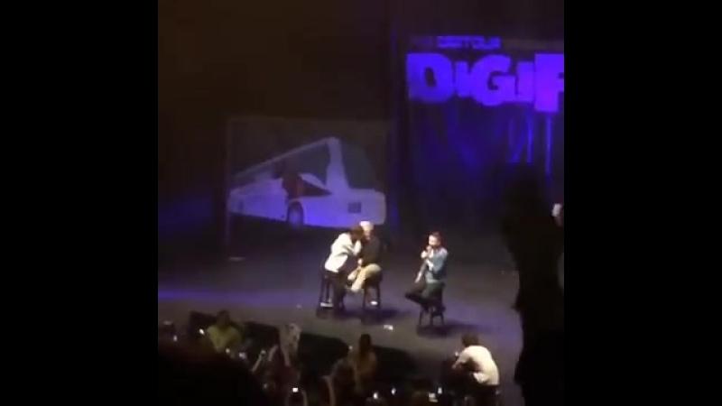 Troye Sivan and Tyler Oakley Troyler Kiss- DigiTour 2014 (ORIGINAL)