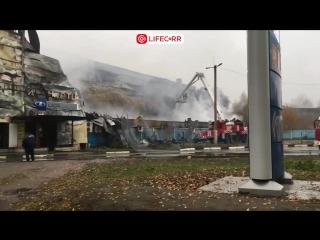 Последствия ночного пожара в Чехове - сгорел ТЦ