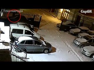 Ночью из автомобиля украли магнитолу, деньги и аккумулятор