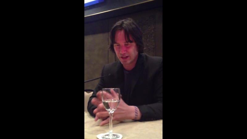 Evil Keanu. L'attore parla del suo esordio alla regia e del ruolo da cattivo che si è ritagliato nel film.