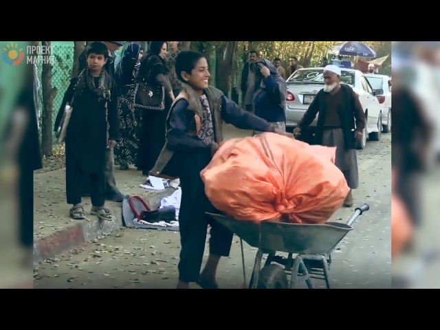 13 летний мальчик кормит семью из 9 человек | 23-летняя девушка удочерила 13 девочек | 3 ИСТОРИИ