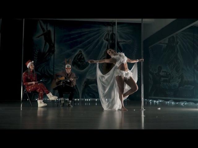 Aiste | Kaledinis pasirodymas VIPERA studijoje | Christmas pole dance in Kaunas, Lithuania | Šokis
