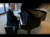 Путин играет Still Dre на пианино