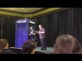 Стивен Моффат читает плохой обзор на первый эпизод Доктора Кто