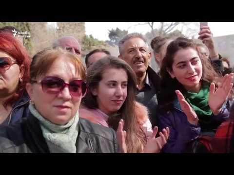 Kabab tüstüsü zurna səsinə qarışıb - Bakıda Novruz Bayramı
