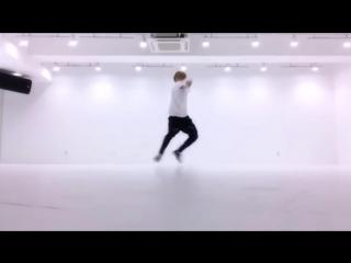Intro :  Boy Meets Evil dance