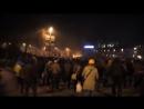 Киев 20 января 2014 Время 20 00 Майдановцы с колоннады стадиона бросают Молотова