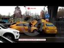 В Москве Uber протаранил такси с надписью ЛДПР
