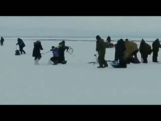 Лед тронулся а рыбаки остались
