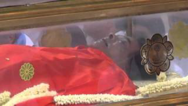 Holy Divine Body of Sri Sathya Sai Baba lying in State at Sai Kulwant Hall .wmv