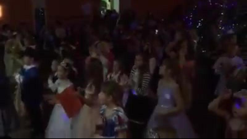 Флеш-моб Троллей на детском новогоднем утреннике. И даже злой Берген не удержался от танцев веселых Троллей.