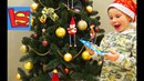 Лев наряжает огромную елку поздравление с новым годом лизуны шарики и бусы chriistmas tree