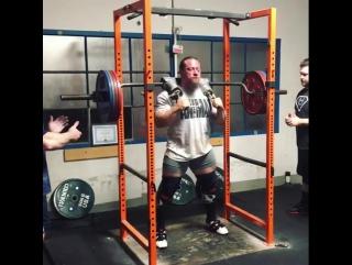 Дэн Грин, наклоны 215 кг на 5 раз