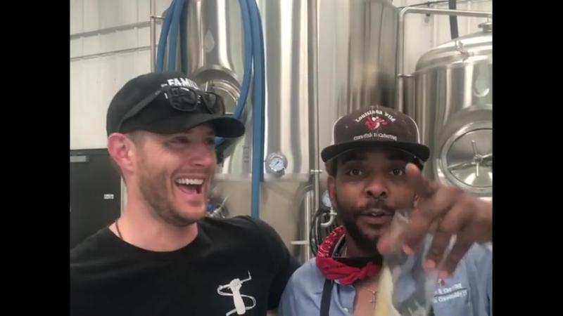Дженсен и Рассом передают привет маме Расса на пивоварне Семейный бизнес