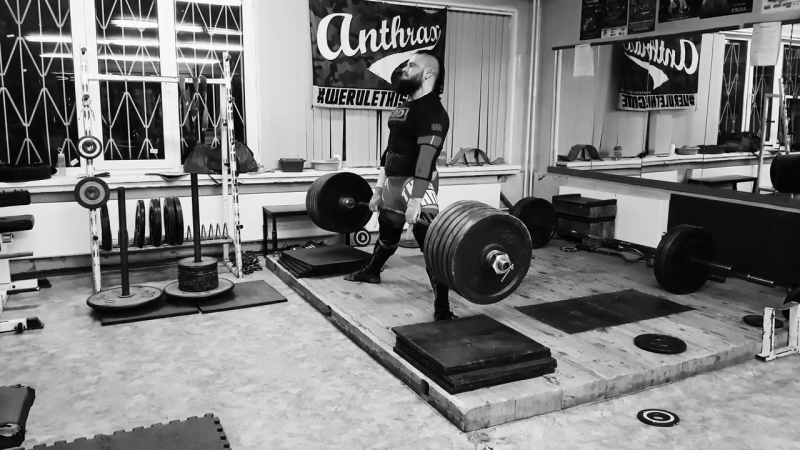 Алексей Никулин тянет с плинтов без пояса 315 кг на 1 раз 2 подхода в кистевых лямках