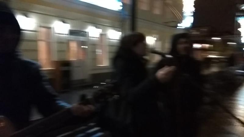 13.03.18 22ч18. Ребята попросили пофристайлить). Работаем с Алексеем на Третьяковской. До этого были на Чистых прудах.