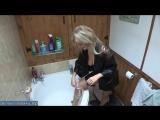 Сисястая блондинка бреет ноги в ванной перед сексом с любовником [milf, mature, милф, мамки]