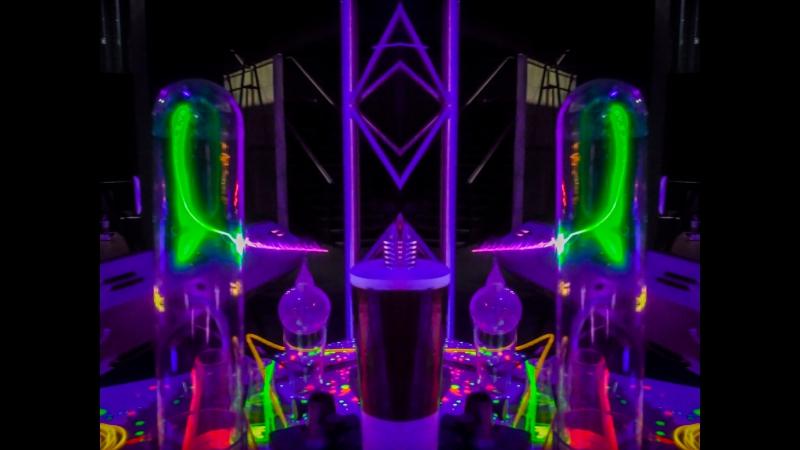 Алхимической инсталляции на телеканале O2